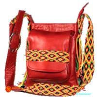 bolso en cuero pequeño aplique wayuu